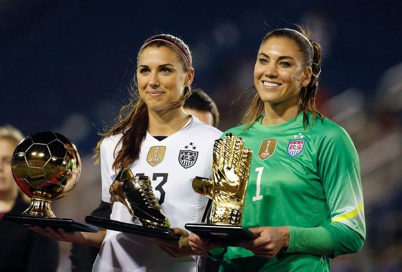 Alex Morgan i Hope Solo - reprezentantki Stanów Zjednoczonych z nagrodami z mistrzostw świata /AFP