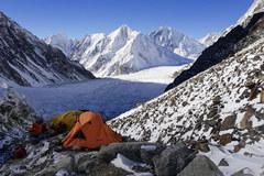 Alex Txikon razem z partnerami w dwa dni wszedł na wysokość 6700 metrów