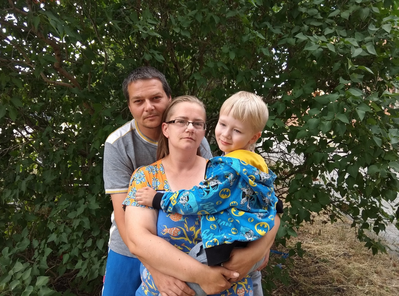 Alex z rodzicami /materiały prasowe