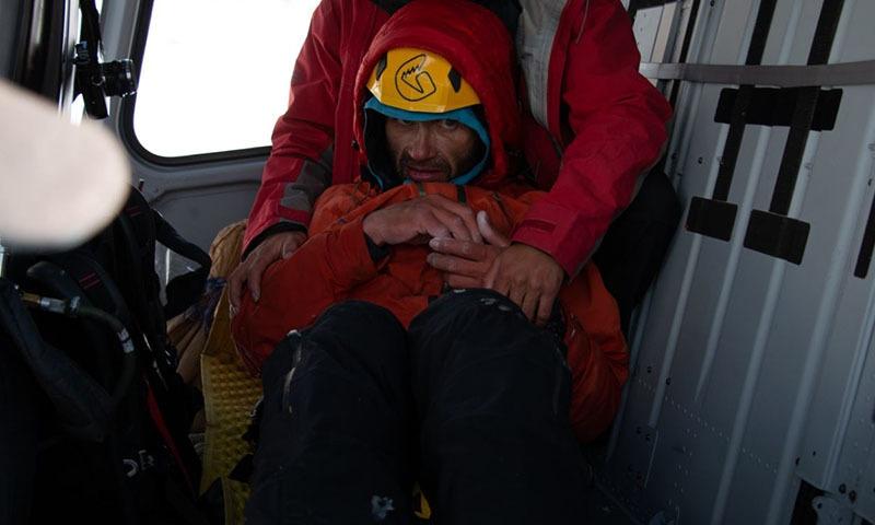 Alexander Gukov na pokładzie śmigłowca /fot. ISPR /