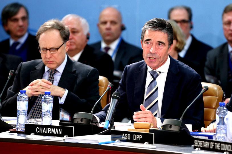 Alexander  Vershbow (L) i Anders Fogh Rasmussen (P). /AFP