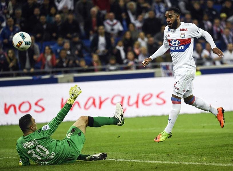 Alexandre Lacazette strzela gola /AFP