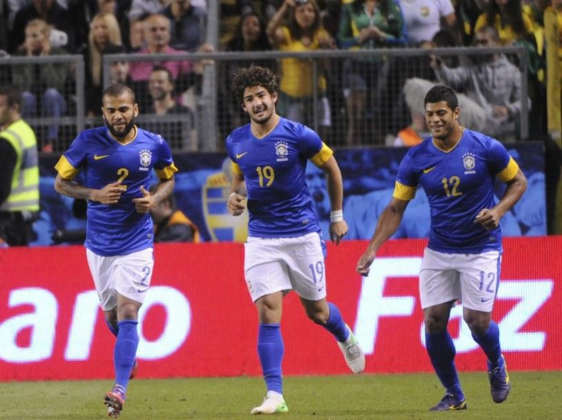 Alexandre Pato (w środku) strzelił dwa gole Szwedom /PAP/EPA
