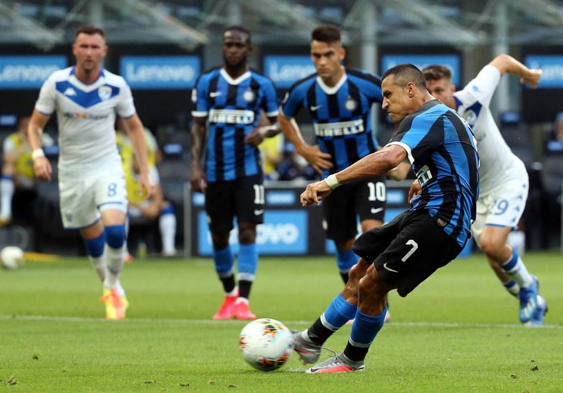 Alexis Sanchez brał udział przy trzech golach Interu /PAP/EPA/MATTEO BAZZI /PAP/EPA