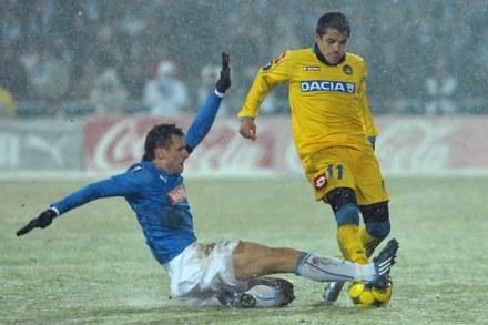 Alexis Sanchez w rywalizacji z Lechem Poznań w Pucharze UEFA /AFP