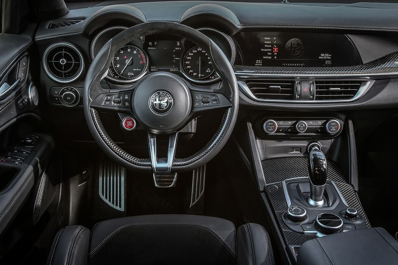 Alfa Romeo Stelvio Quadrifoglio. Wnętrze /