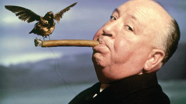 Alfred Hitchcock uwielbiał cygara oraz... straszenie widzów. /materiały prasowe