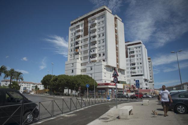 Algeciras w południowej Hiszpanii. W tym budynku mieszkał Ayoub el Khazzani /Jorge Guerrer /AFP
