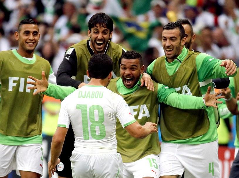 Algieria cieszy się ze zwycięstwa, które przedłuża nadzieje na awans do 1/8 finału /PAP/EPA