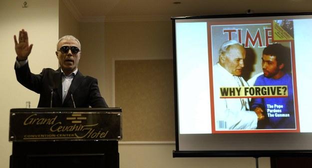 Ali Agca podczas konferencji prasowej /Abaca /PAP/EPA