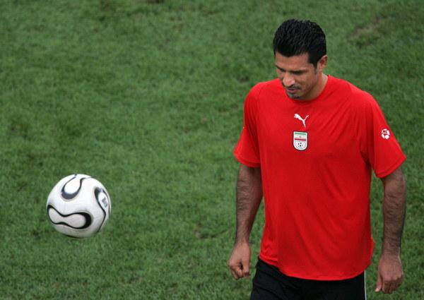 Ali Daei podczas treningu reprezentacji Iranu /AFP