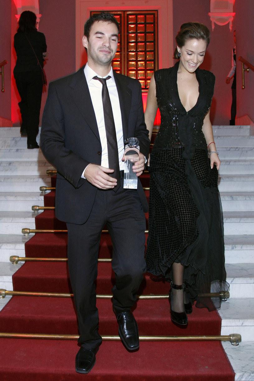 Alicja Bachleda-Curuś z bratem, 2008 rok /Grabczewski /AKPA