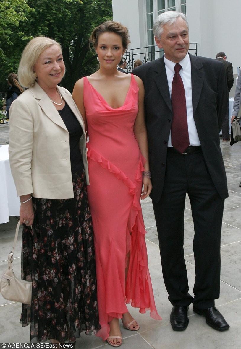 Alicja Bachleda-Curuś z rodzicami /Agencja SE /East News