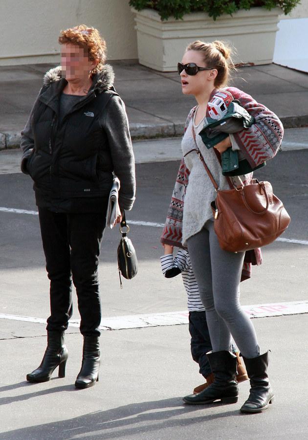 Alicja Bachleda-Curuś z synem i nianią (?) w Los Angeles /Splashnews