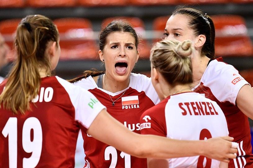 Alicja Grabka (w środku) podczas meczu Polska - Czechy /Sebastian Borowski /Newspix