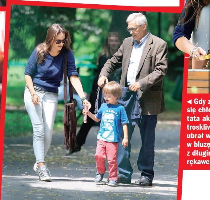 Alicja z ojcem i małym Henrym w jednym z krakowskich parków /Życie na gorąco