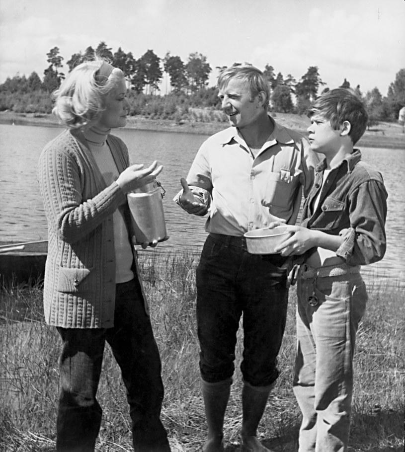 """Alina Janowska (L), Jerzy Turek (C) i Henryk Gołębiewski (P) na planie """"Podróży za jeden uśmiech"""" /Bauer /AKPA"""
