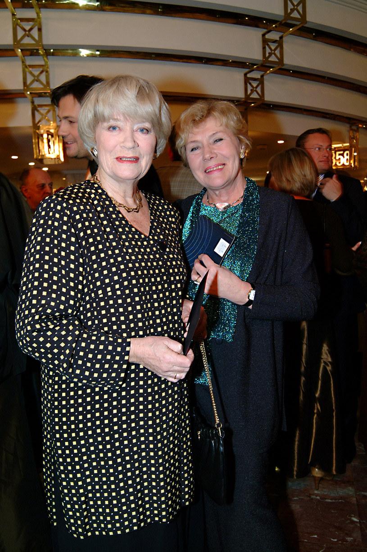 Alina Janowska, Teresa Lipowska podczas Telekamer 2003 /Prończyk /AKPA