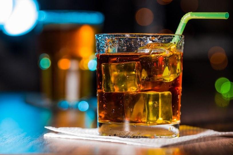 Alkohol, nawet w najmniejszych ilościach, może oznaczać problemy /123RF/PICSEL