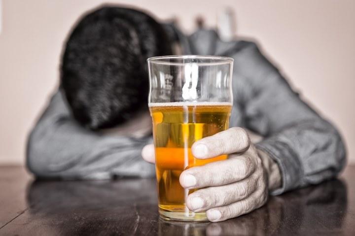 Alkohol przed snem /© Photogenica