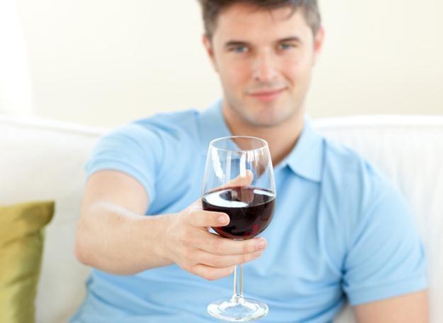 Alkohol spożywany w ograniczonych ilościach może pomagać chronić przed Alzheimerem /© Panthermedia