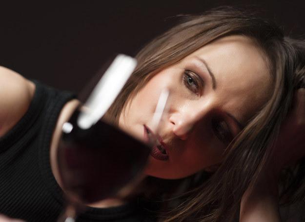 Alkoholizm kobiet jest inny /East News