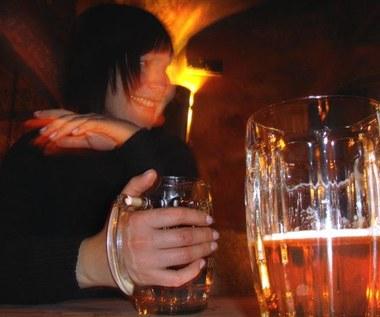 Alkoholowe wybryki Brytyjczyków na Facebooku