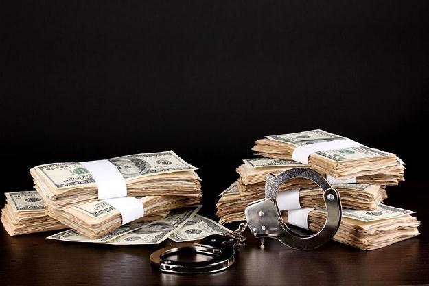 Allen Stanford maskował oszustwa finansowe poprzez kreatywną księgowość /©123RF/PICSEL