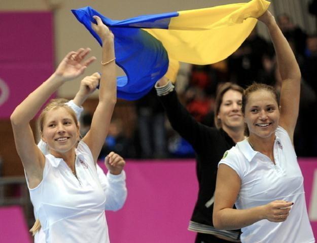 Alona (z lewej) i Katerina Bondarenko - nowe ukraińskie przyjaciółki Euro 2012 /AFP