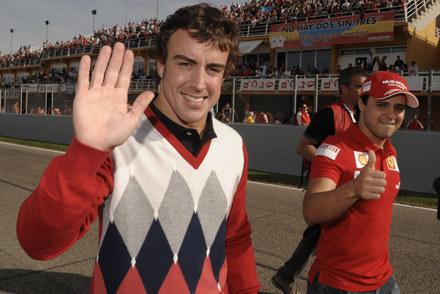 Alonso i Massa na torze w Walencji /