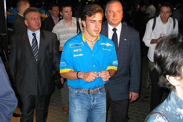 Alonso rozdawał autografy (kliknij) /INTERIA.PL