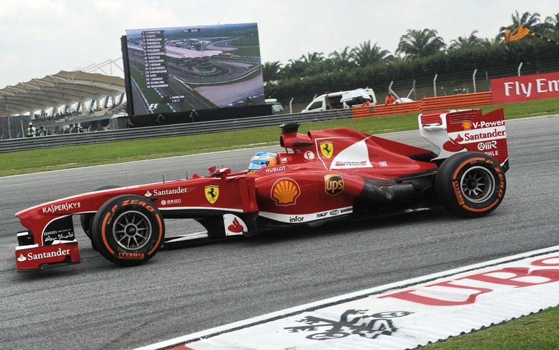 Alonso ruszy jutro z trzeciego pola... /AFP