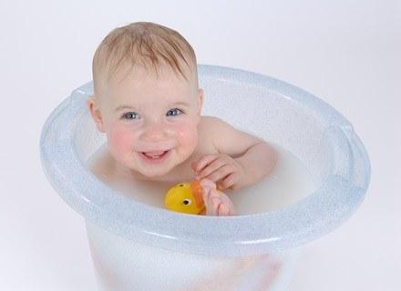 Alternatywą dla tradycyjnej kąpieli w wanience jest wysokie wiaderko /© Panthermedia