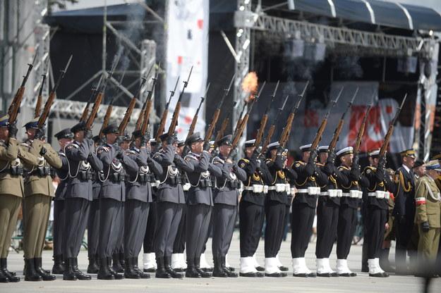 alwa honorowa podczas uroczystości przed Grobem Nieznanego Żołnierza /Bartlomiej Zborowski (PAP) /PAP