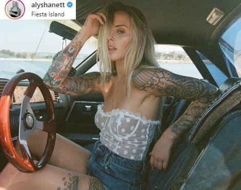Alysha nie umiała zdecydować czy woli robić zdjęcia czy do nich pozować - dziś jest i modelką i fotografką i /Instagram