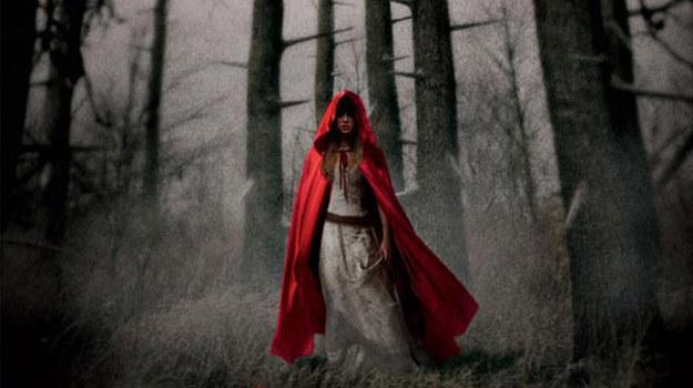 """Amanda Seyfried w scenie z filmu """"Red Riding Hood"""" /materiały prasowe"""