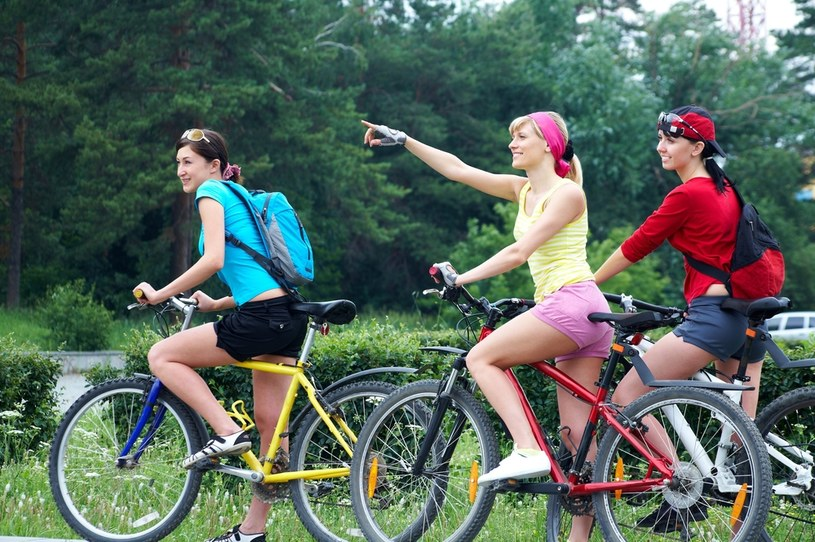 Amatorzy czynnego wypoczynku na pewno będą zadowoleni z licznych malowniczych ścieżek rowerowych /123RF/PICSEL