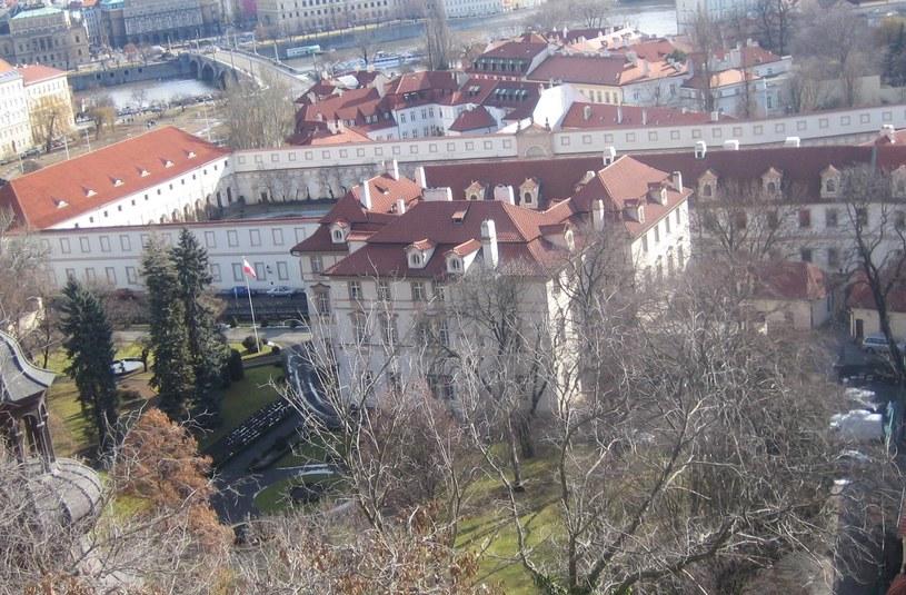 Ambasada RP w Pradze /Krokodyl /Wikimedia