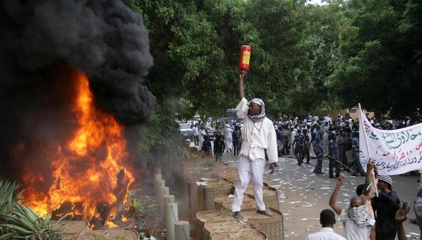 Ambasada USA w Chartumie zaatakowana przez demonstrantów