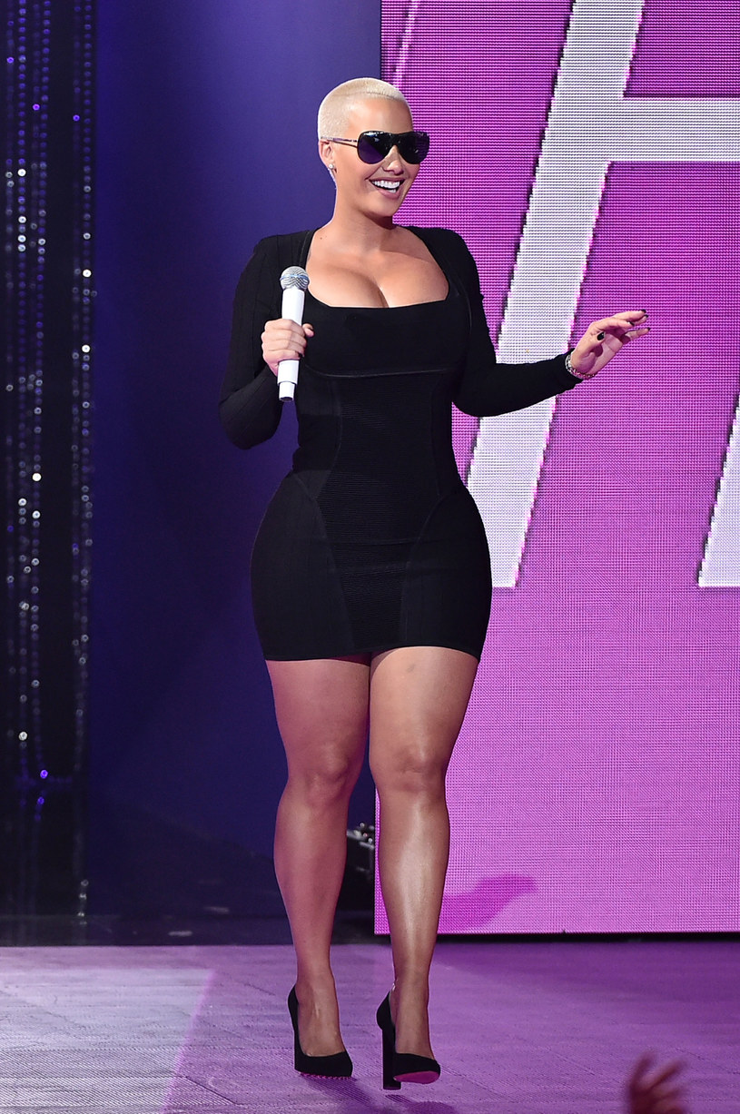 Amber Rose w obcisłej sukience /Theo Wargo /Getty Images