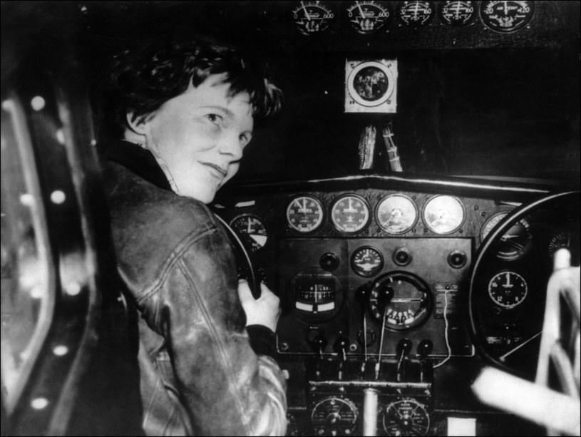 Amelia Earhart w kabinie swojego samolotu /AFP