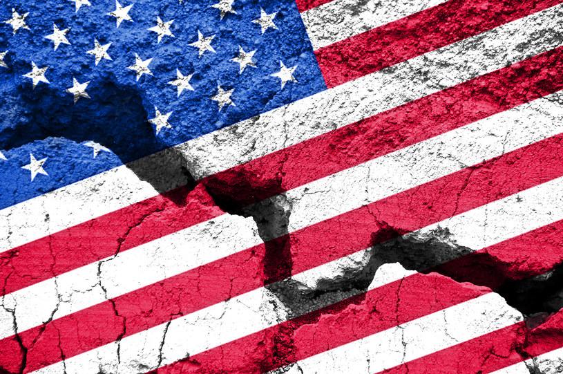 Ameryka nie wygrzebie się z kryzysu przez dekadę. /123RF/PICSEL