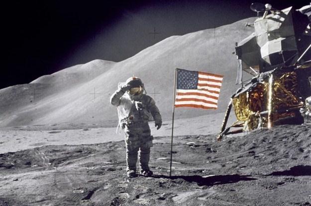Amerykanie jako pierwsi wylądowali na Księżycu. Czy to daje im prawo własności Srebrnego Globu? /materiały prasowe