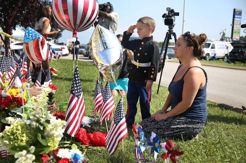 Amerykanie oddają cześć ofiarom strzelaniny /AFP