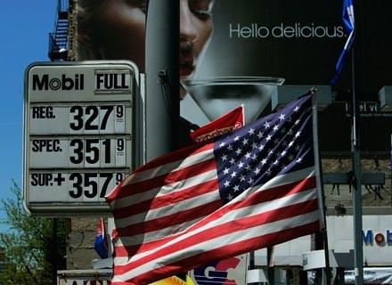 Amerykanie to prawdziwi pożeracze benzyny /AFP