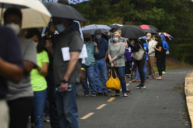 Amerykanie w Georgii stoją w kolejce do głosowania /JOHN AMIS /PAP