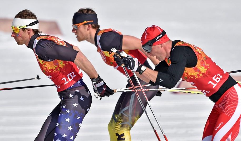 Amerykanin Andrew Newell, Niemiec Jens Filbrich i Maciej Kreczmer na trasie sztafety 4x10 km /Hendrik Schmidt /PAP/EPA
