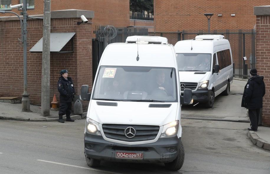 Amerykańscy dyplomaci opuszczają Rosję w odpowiedzi na wydalenie rosyjskich urzędników z 30 krajów /SERGEI CHIRIKOV /PAP/EPA