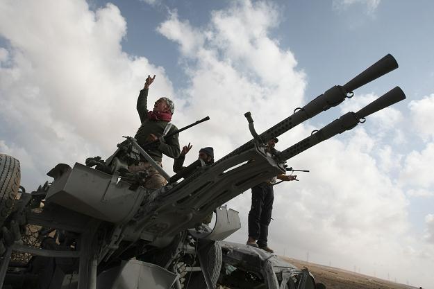 Amerykańscy i egipscy wojskowi potajemnie szkolą libijskich powstańców. /AFP