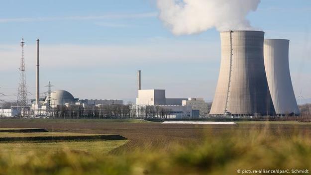 Amerykańscy naukowcy twierdzą, że odejście od atomu kosztuje Niemcy krocie /Deutsche Welle